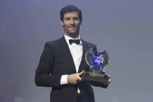 Mark Webber recibe su trofeo de tercer clasificado