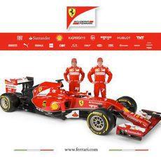 Fernando Alonso y Kimi Räikkönen junto al F14-T