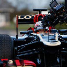 Plano corto con Nicolas Prost vestido de Romain Grosjean