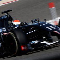 Adrian Sutil suma 82 vueltas en su primer día