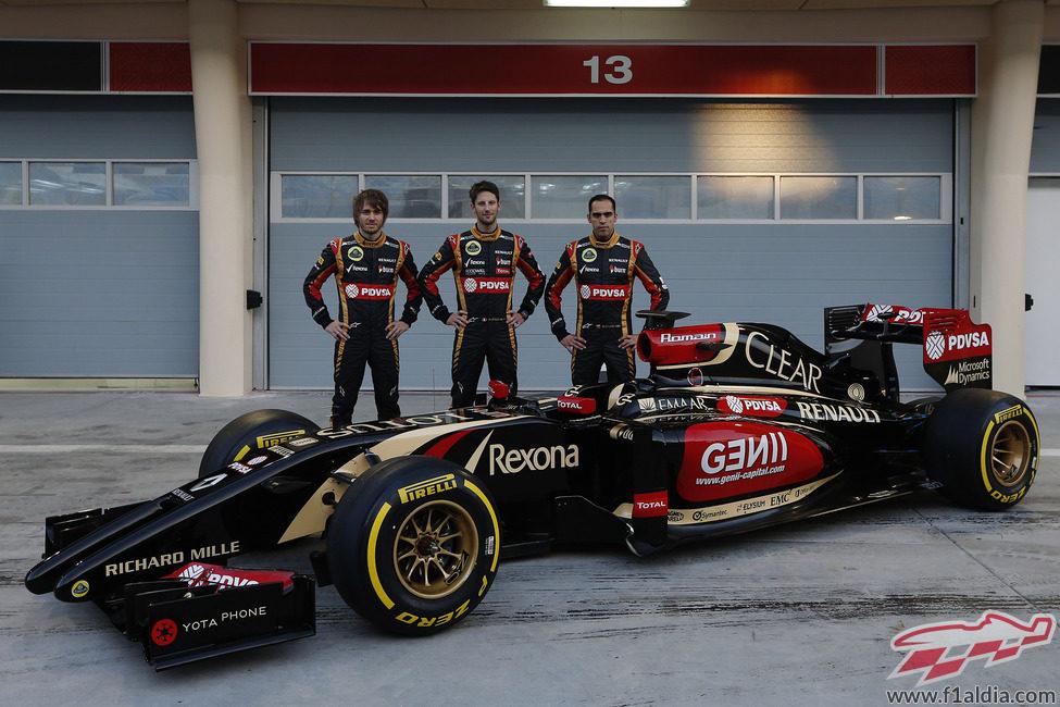 Pic, Grosjean y Maldonado posan junto al E22