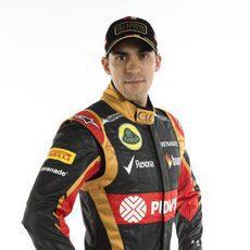 Pastor Maldonado posa como piloto de Lotus