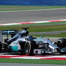 Nico Rosberg salió tarde a pista