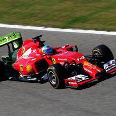 Parafina en el alerón trasero del F14-T de Fernando Alonso