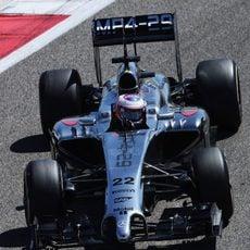 Jenson Button rueda en el último día de test