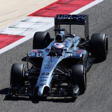 Jenson Button suma otra vuelta en Baréin