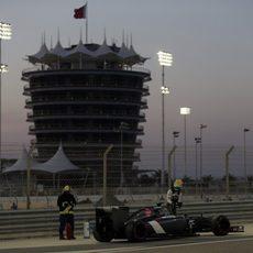 Esteban Gutiérrez se queda parado en la pista de Sakhir