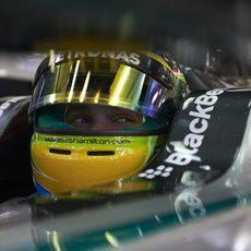 Mirada alegre de Lewis Hamilton