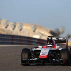 Max Chilton rodando en los segundos test de Baréin