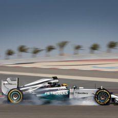Pasadita de frenada de Lewis Hamilton con el W05