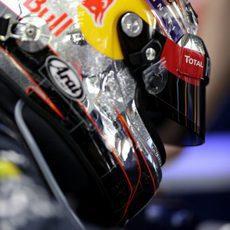 Sebastian Vettel ya lleva puesto su casco
