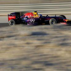 Sebastian Vettel rueda con los medios