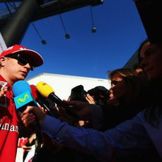 La prensa 'acapara' la atención de Kimi Räikkönen