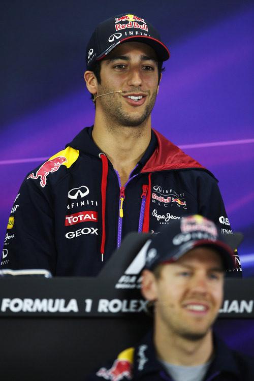 Daniel Ricciardo y Sebastian Vettel en la rueda de prensa de pilotos de la FIA