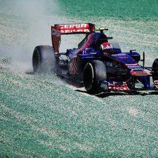 Salida de pista de Daniil Kvyat en los Libres 1