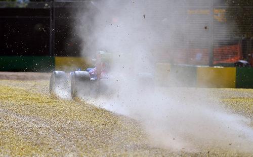 Mucho polvo en la salida de pista de Jean-Eric Vergne