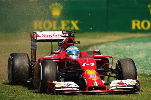 Fernando Alonso también probó la hierba en Melbourne