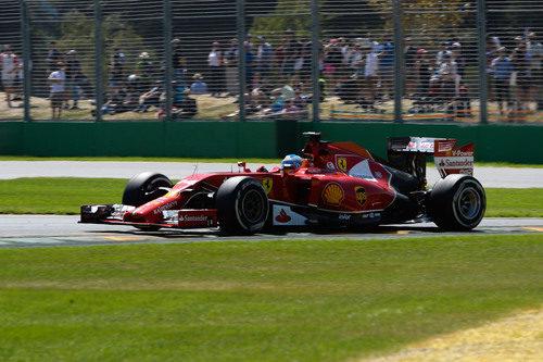Fernando Alonso disputa los entrenamientos en Australia