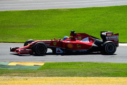 Fernando Alonso lidera la primera sesión de libres