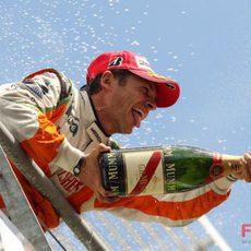 Fisichella con el champán