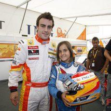 Alonso con una aficionada