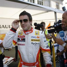 Alonso con gafas de sol