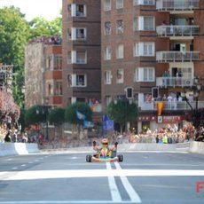 Alonso por el medio de la calle