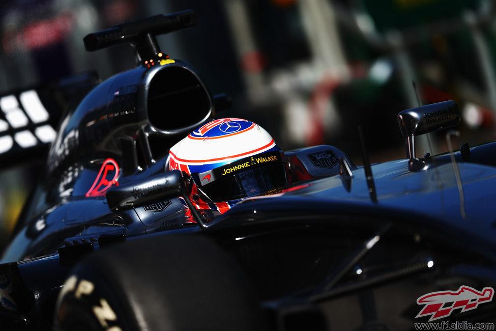 Nueva vuelta para Jenson Button en Melbourne
