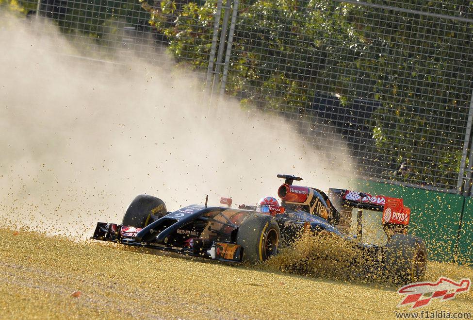Espectacular salida de pista de Romain Grosjean