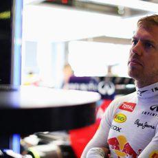 Sebastian Vettel compueba sus tiempos