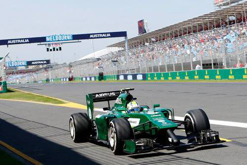 Marcus Ericsson abandona la calle de boxes