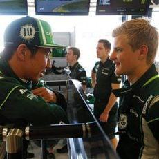 Kamui Kobayashi y Marcus Ericsson charlan en Australia