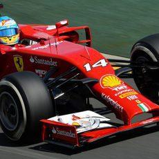 El F14-T de Fernando Alonso rueda con el compuesto medio