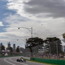 Adrian Sutil recorriendo Albert Park