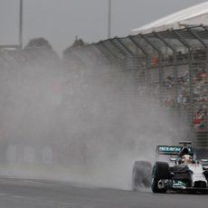Spray de agua de Lewis Hamilton en Albert Park