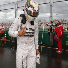 Lewis Hamilton, contento tras la pole en Australia