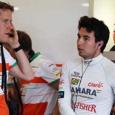 Sergio Perez a punto de empezar la sesión de clasificación