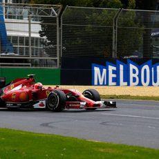 Kimi Räikkönen sufrió con el F14T en la clasificación en Albert Park