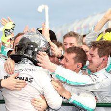 Alegría en Mercedes por la victoria de Nico Rosberg