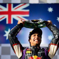 Derroche de alegría en el podio de Daniel Ricciardo