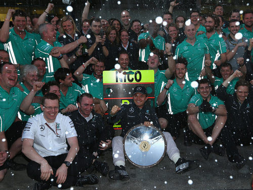 Mercedes celebra el triunfo de Nico Rosberg