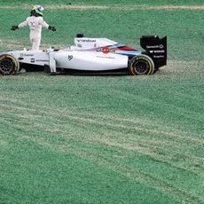 Felipe Massa abandona en el primera curva