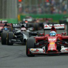 Fernando Alonso trata de subir el ritmo