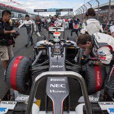 Adrian Sutil llega a su posición de salida