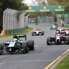 Marcus Ericsson por delante de Romain Grosjean