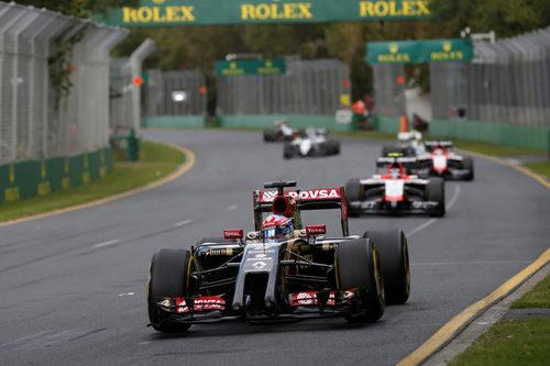 Romain Grosjean en el fondo de la clasificación, por delante de los Marussia