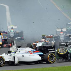 Kamui Kobayashi colisiona contra Felipe Massa