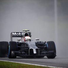 Kevin Magnussen vuela con los neumáticos de lluvia extrema