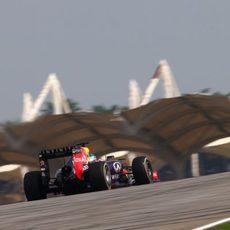 Sebastian Vettel rueda en Sepang el domingo