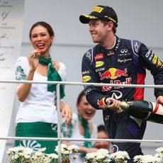 Champán para Sebastian Vettel en Sepang